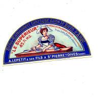 R 122 / ETIQUETTE DE FROMAGE DEMI - CAMEMBERT  LE SUPERIEUR  A. LEPETIT & SES FILS A ST PIERRE S/ DIVES    (CALVADOS - Cheese