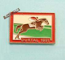 Pin's Hippodrome De DURTAL , Saison 1991, MAINE ET LOIRE, Cheval, Sports Hippiques, Horse - Cities