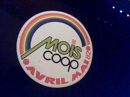 Autocollant Ancien Publicite Magasin COOP Mois Coopavrilmai 1982 - Stickers