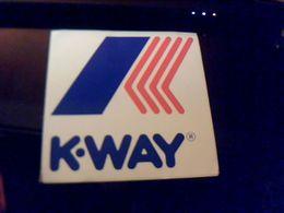 Autocollant  Ancien Publicitaire Vetement De Pluie  K Way Grand Modele 16 X 16 Cm Env - Stickers