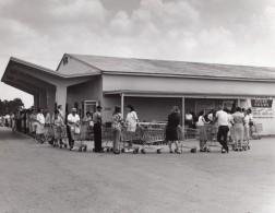 USA Queue Au Supermarche De La Base Militaire Aerienne Ancienne Photo 1960's - War, Military