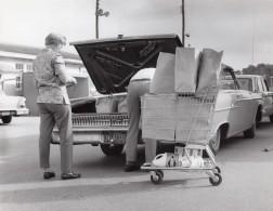 Floride US Air Force Parking De Supermarche Base Militaire Ancienne Photo 1967 - War, Military
