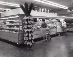 USA Scene Rayon Fruits Legumes Du Supermarche D'une Base Militaire Aerienne Ancienne Photo 1965 - War, Military