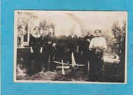 Carte Photo : Groupe Devant Un Petit Avion, Derrière, 1916. - Autres