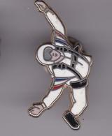 Pin's  PARACHUTISME SIGNE BOUSSEMARD - Parachutting