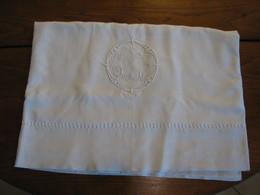 185 - Drap Brodé De Très Jolis Jours échelle Et Monogrammé CJF - Bed Sheets