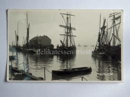 UK KENT Tankerton Whitstable Boat Fisherman Old Postcard - Canterbury