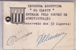 """PRENSA FUTBOL SOCCER. IMPRESA ARGENTINA """"EL CLARIN"""" ENTRADA PELO PORTAO DA ADMINISTRAÇAO. FPF. SIGNEE.-TBE-BLEUP - Documentos Históricos"""