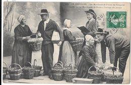 PLOUGASTEL --Les Marchands De Fraises  Assaillis Par Les Marchandes De Fruits - Plougastel-Daoulas