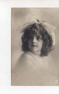 Grete  Neud Dans Cheveux - Portraits