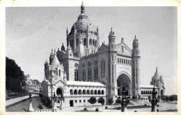 [DC11688] CPA - FRANCIA - LISIEUX - LA BASILIQUE DE LISEUX - VUE D'ENSEMBLE - Viaggiata - Old Postcard - Lisieux