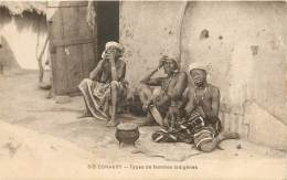 CONAKRY - Seins Nus - Types De Femmes Indigènes - Guinée Equatoriale