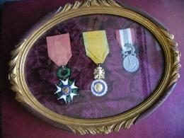 CADRE Ancien Avec 3 MEDAILLES Décoration Dont 1 Légion D'Honneur Et POLICE Française Signée L. Coudray En Argent  FRANCE - Police
