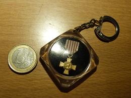 PORTE CLEFS . MEDAILLE DES COMBATTANTS. MINISTERE DE L'INTERIEUR. - Army
