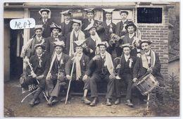 SAINTS- CARTE-PHOTO- LES CONSCRITS DU CONSEIL DE REVISION DE SAINTS- CLASSE 1910- 2 SCANS............................... - France