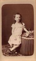 Une Jolie Petite Fille, à Identifier - PORTRAIT CARTE CDV Tirage Alluminé 19 ème - Taille 62 X 104 - Edit. FURST Nantes - Photos