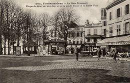 77 FONTAINEBLEAU - La Place Denecourt - Kiosque Du Départ Des Auto-Cars... - Animée - Fontainebleau