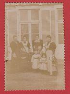 Photo  -Famille Devant Une Maison - Anciennes (Av. 1900)