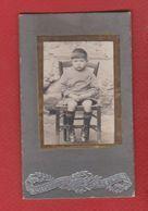 Photo  - Enfant Sur Une Chaise - Anciennes (Av. 1900)