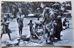 """A.E.F (Brazzaville) Le Marché De Poto-Poto - Librairie """" Au Messager """" N°22 - Editeur Hoa-Qui - Congo Français - Autres"""