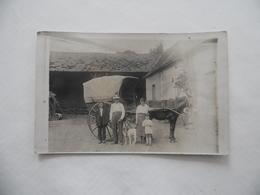 """Cpa Photo """"en Famille Dans La Cour De La Ferme"""" Bel Attelage  1908 - Attelages"""