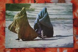 Pakistan Pakistani Muslim Women In Shatle Cock Burqa, Dress, Culture Postcard - Pakistan