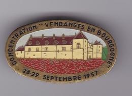 Broche En Laiton - Clos De Vougeot (21) - Concentration 'Vendanges En Bourgogne' 28-29 Septembre 1957 - Pas Un Pin's - Obj. 'Remember Of'