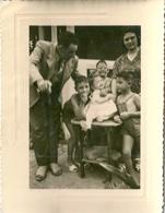 Photo Enfants Et Parents Tunis Ca 1950 - Personnes Anonymes