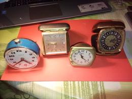 DÉPART 1 EURO VINTAGE 4 ANCIENS RÉVEILS MÉCANIQUES Divers état VOIR PHOTOS - Alarm Clocks