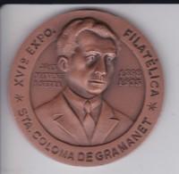 MEDALLA DE LA XVI EXPO FILATELICA DE STA. COLOMA DE GRAMANET 1980 HOMENAJE A JOAN MANENT I SERRA - Espagne