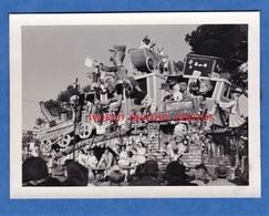 Photo Ancienne - NICE - Le Carnaval - Char à Identifier -Train Locomotive Grim Masque Costume Déguisement - Lugares