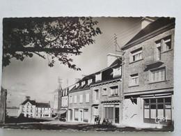 CPA CPSM CP MANCHE 50 PORTBAIL 1965 - LE BOURG VERS LA PLACE DU MARCHÉ - ED GABY TBE - Otros Municipios