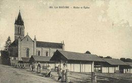 LA BRECHE  Halles Et Eglise Personnages Recto Verso Beau Cachet Militaire - France