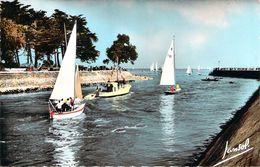 Cpsm Format Cpa   Le Port De La Baule Et Du Pouliguen Voiliers Sortant Du Port (animée) N1079 - La Baule-Escoublac