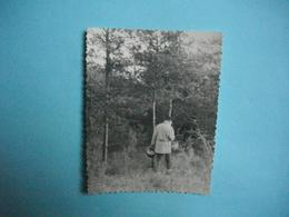 """PHOTOGRAPHIE  - Entre LE MESNIL ST LOUP Et PRUNAY -  10   -  """" Aux Champignons """"   -  8,5 X 11  Cms - 1962 -  AUBE - France"""