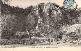 CPA Entrée Des Grottes De Saulges (animée) N1089 - France