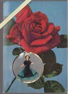 Carte Parfumée - Parfum De Grasse Vallazur - Poupée Vendéenne 85 , Tissu - 10.5 X 15 Cm - Advertising