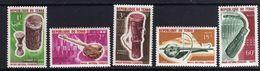 Tchad N° 114 / 18 X Instrument De Musique Du Musée National, Les 5 Valeurs Trace De Charnière Sinon TB - Chad (1960-...)