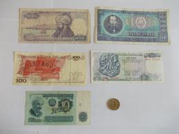 Lot De 5 Billets Et Une Pièce Offerte De Pays De L'Europe De L'Est - Coins & Banknotes