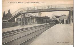 VAUX SUR SEINE   La Gare  Locomotive à Vapeur - France