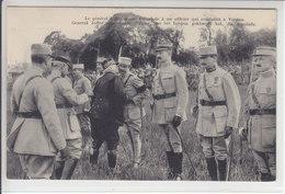 LE GENERAL JOFFRE DONNE L'ACOLADE A UN OFFICIER QUI COMBATTIT A VERDUN - 24.04.19 - TTB - Weltkrieg 1914-18