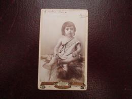 CDV PETIT ENFANT SUR FOURRURE PHOTOGRAPHE LANZARO ALGER - Cartes De Visite