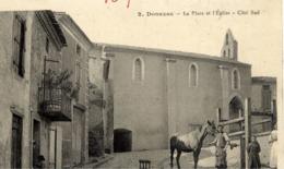 11 DONAZAC - La Place Et L'Eglise - Côté Sud - Animée, Maréchal-ferrant Au Travail - Autres Communes