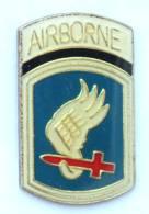 Pin's AIRBORNE - Insigne De La 173° Division Aéroportée - Aile Et Glaive - H015 - Armee
