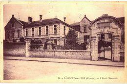 CPA N°19776 - LOT DE 2 CARTES DE LA ROCHE SUR YON - ECOLE NORMALE + SQUARE BAYARD - LA PIECE D' EAU - La Roche Sur Yon