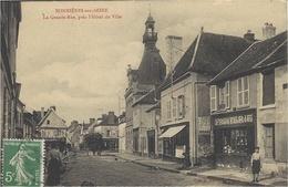 BONNIERES-sur-SEINE -la Grande Rue Près L'Hôtel De Ville -ed. A. Lavergnes - Bonnieres Sur Seine