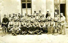 Militaria : Groupe De Militaires Dont 2 Cyclistes Et Un Clairon - Guerre, Militaire