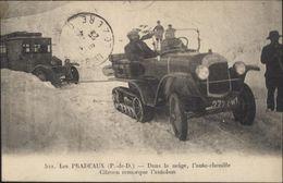 CPA Les Pradeaux Puy De Dôme Dans La Neige L'auto Chenille Citroën Remorque L'autobus - France