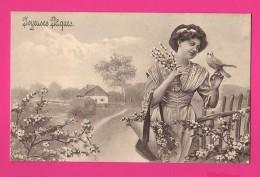 CPA  (Réf Z834) Illustrateur   Illustrateur V. K. Vienne Joyeuses Pâques Femme Avec Beau Chapeau Fleuri Et Bel Oiseau - Vienne