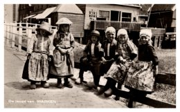 Holland Marken  Group Of Children Dressed Naitive Clothing - Europe